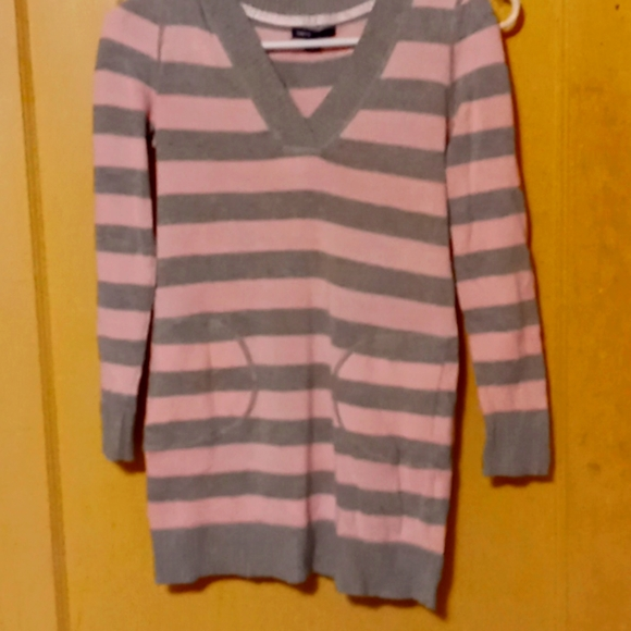 A gap kids pink and grey stripped sweater pockets